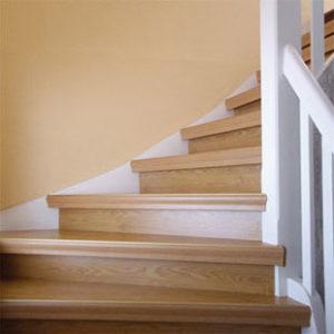 Treppen Sani Treppenrenovierung Treppensanierungalte_Holztreppe ausgetreten nachher
