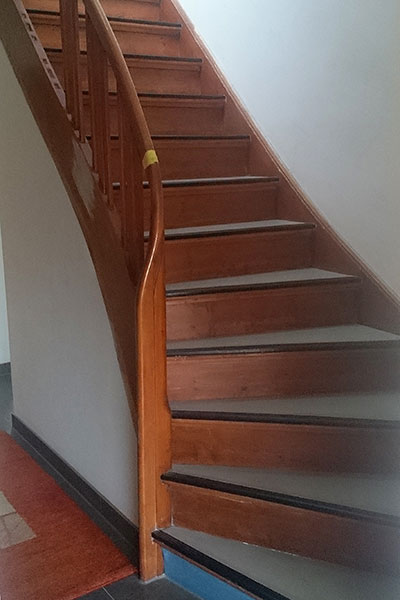 Treppenrenovierung Treppensanierung Holztreppe vorher